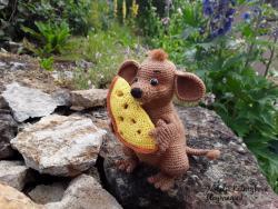 Мышь - маленький воришка