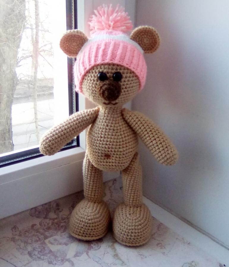 Мишка в розовой шапке