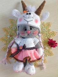 Кошечка Анфиса в костюмчике козлика